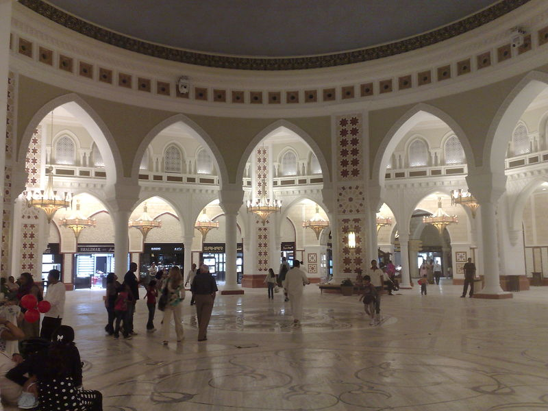 800px-081106_dubai_mall_-_souk